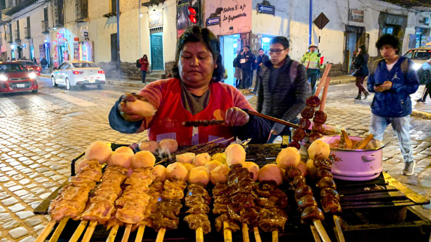 【DAY355・ペルー 】クスコの絶品屋台串🦙本日クスコの街で爆食いDAY!!!